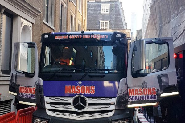creed-court-masons-scaffolding-truck
